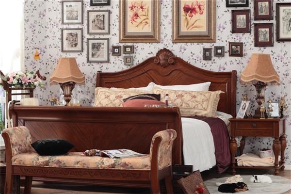 9、夏池 上海夏池家具有限公司创建于2002年,专业制造西班牙新古典风格以及欧式实木家具,同时配套酒店、会所、别墅的家居装饰设计。夏池品牌系列结合了欧洲国家对家居用品的环保要求和欧洲中高阶级的欣赏品位,产品90%销往欧美等60多个国家和地区。